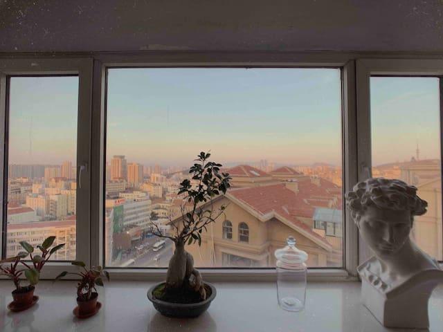 可长租带厨房:叹为观止的顶层Loft,俯瞰全城和大海,3房2卫2厅