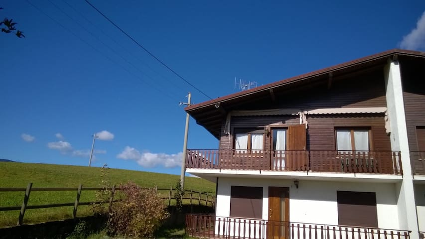 Panorama e quiete a 2 passi dal centro - Asiago - Appartement