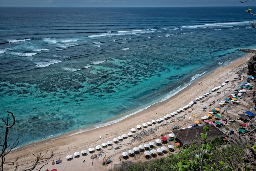 Pandawa Beach accessible by car ( 7 minutes