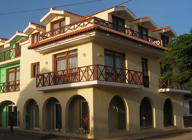 Top Floor Apartment just across from the beach - Santa Maria - Byt