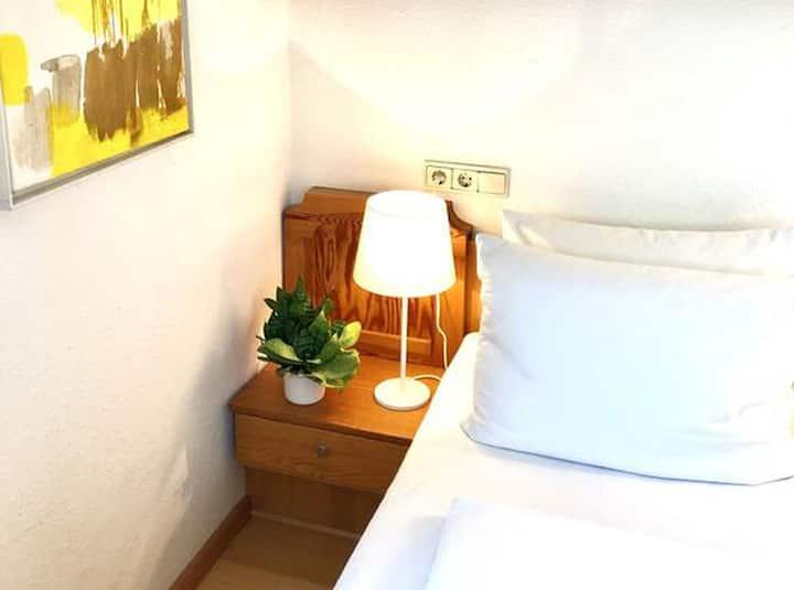 Grüner Baum Merzhausen, (Freiburg-Merzhausen), Zweibettzimmer mit Dusche und WC