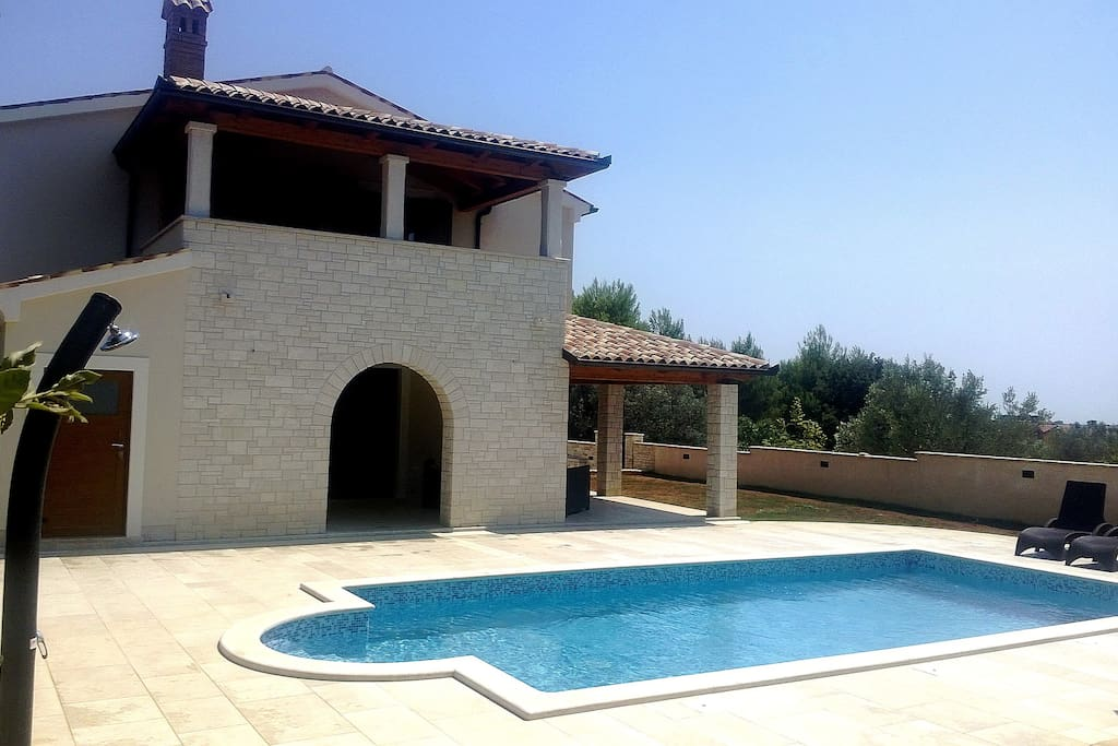 Holiday Home Medulin, pool and solar shower