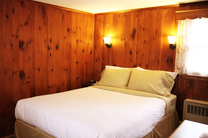 Phoenicia Lodge - Room 7