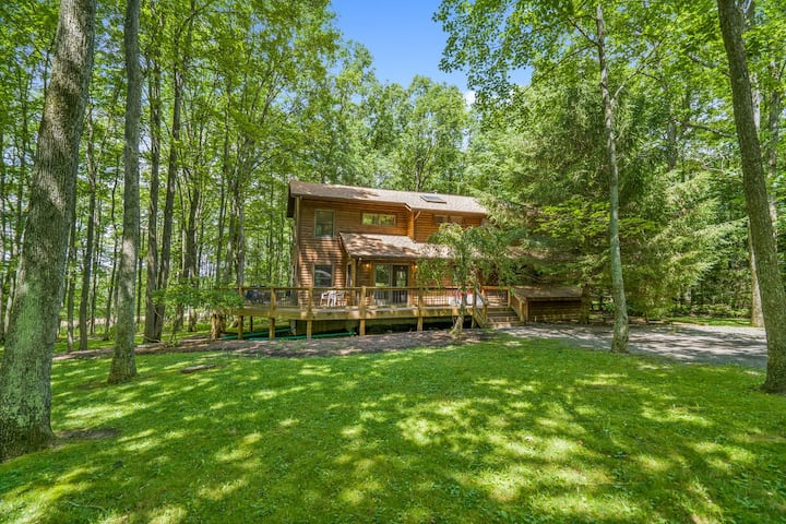 DOGS WELCOME! Lake Access Home w/Dock Slip, Fire Pit, & Community Amenities!