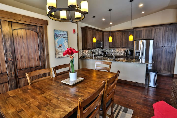 Outstanding Ski Trip Basecamp in Downtown Frisco