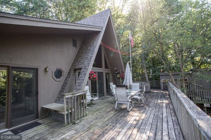 Treehouse: 4.5 acre sanctuary views of Sugar Lake