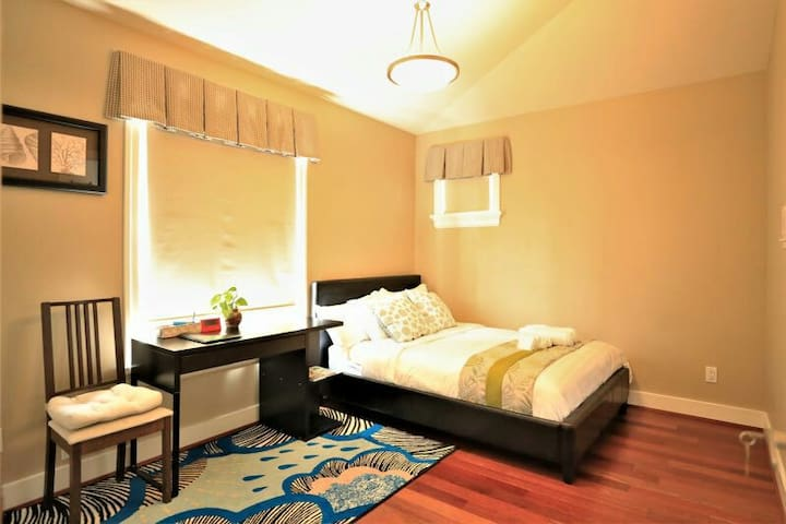 UBC &St George nearby 1Queen 1Bath   Luxury   Room