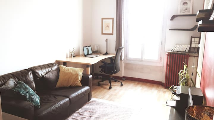 Large (47m2) sunny apartment 5 min from Paris !