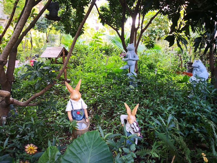 正对广州塔的隐秘花园小屋