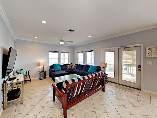 Gulf Breezes! Unit A - 2BR w/ Pool & Gulf Views