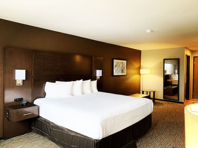 Spacious King Room with FREE FULL BREAKFAST!