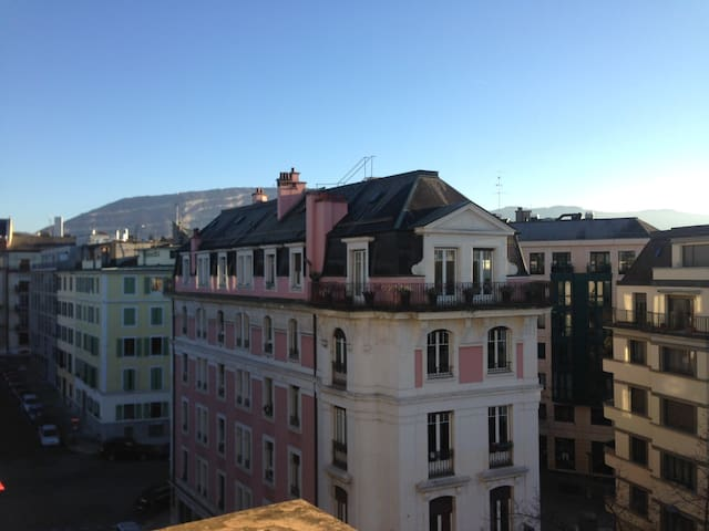 Sunny studio with terrace in Geneva centre