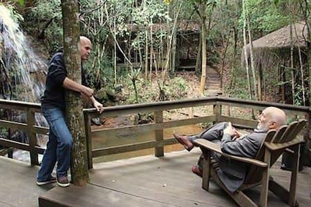 Um paraiso nas montanhas de Minas  com Cachoeira - Rio Acima - Bed & Breakfast