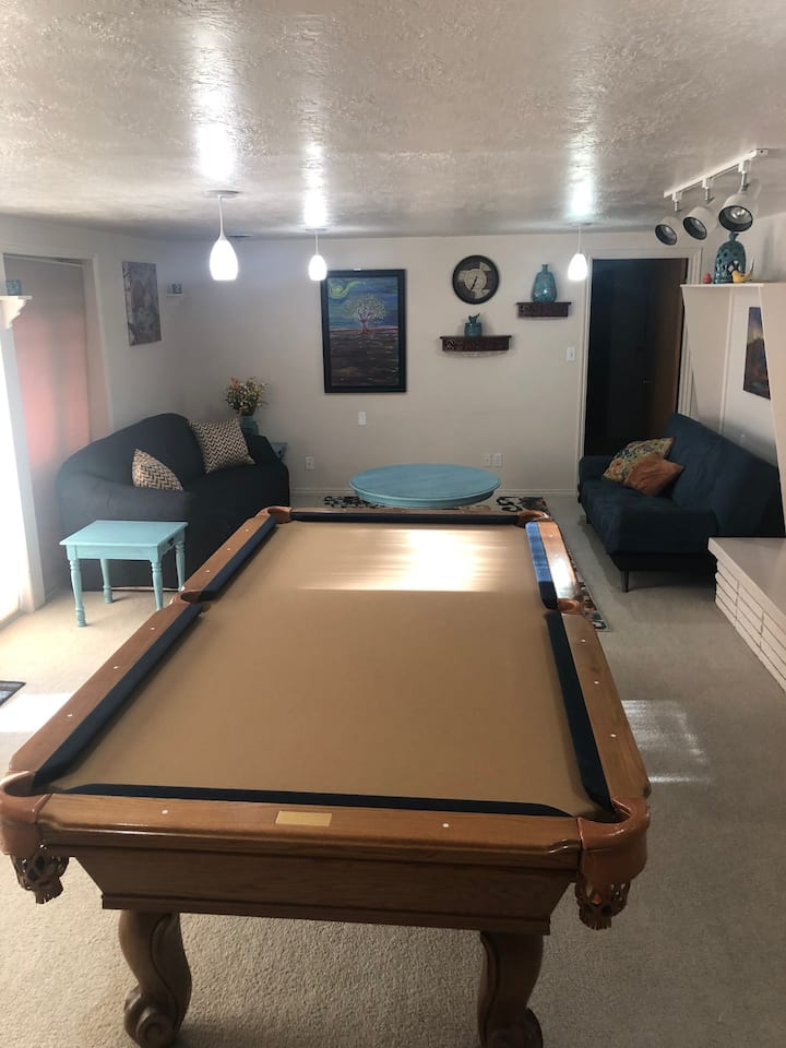 1850 Sq Ft. Sleeps 5, Full kitchen, pool table.