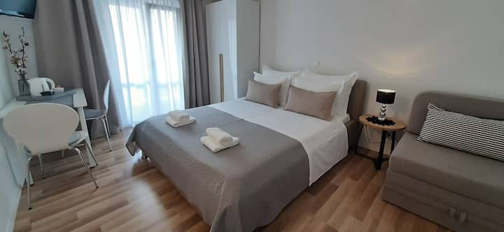 Double bed room with balcony in Baška Voda
