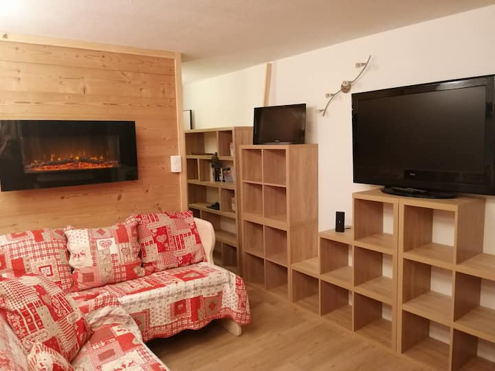 True Ski in/out 3 to 6 Person apartment- free wifi