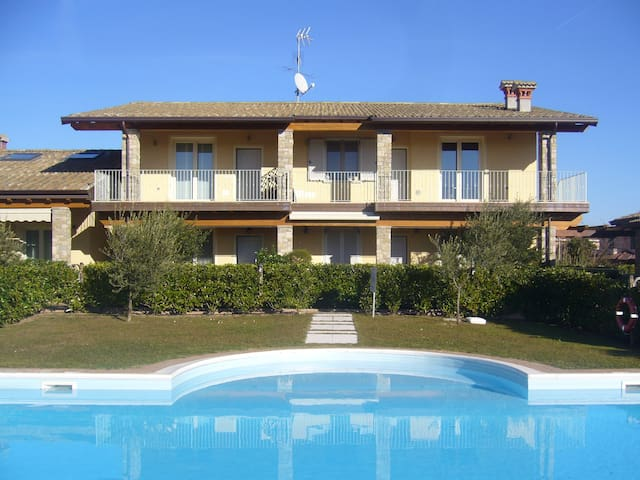 Lovely contemporary 3 bed/02 bathroom apartment - Moniga del Garda - Apartment