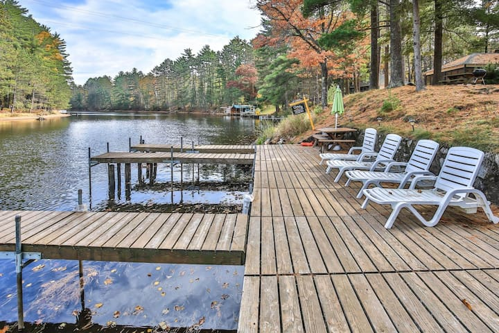Cozy lake cabin with access to a lakefront pier & community firepit!