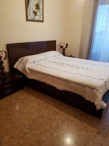 Уютная комната с балконом - Аликанте - Apartamento