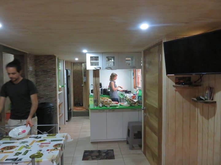 Cozy-low-cost hostel 100 meters from the lake!!!