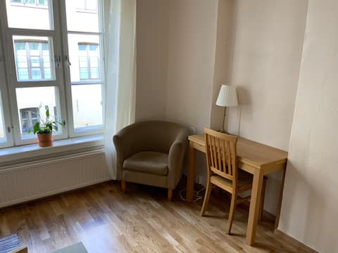 Cosy tiny studio just 300m from the city