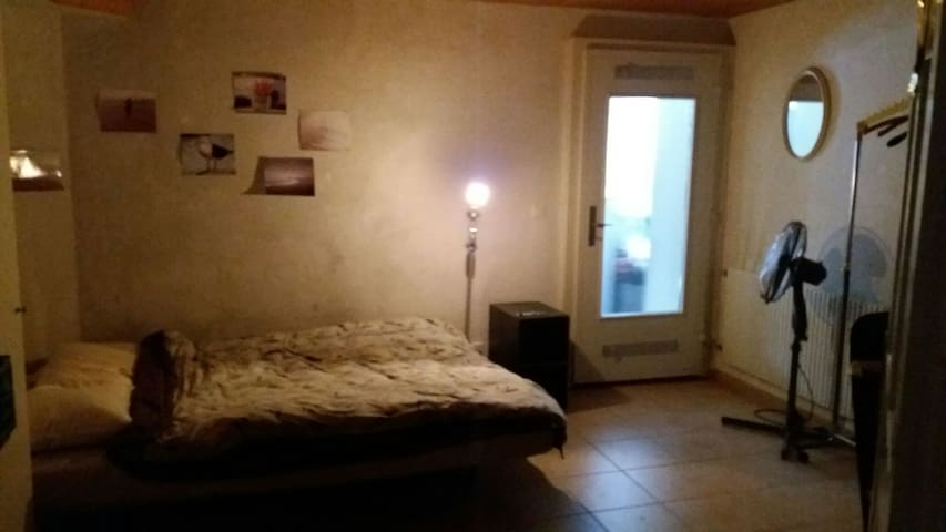 Room in Villa near Aare River - Bern - Rumah