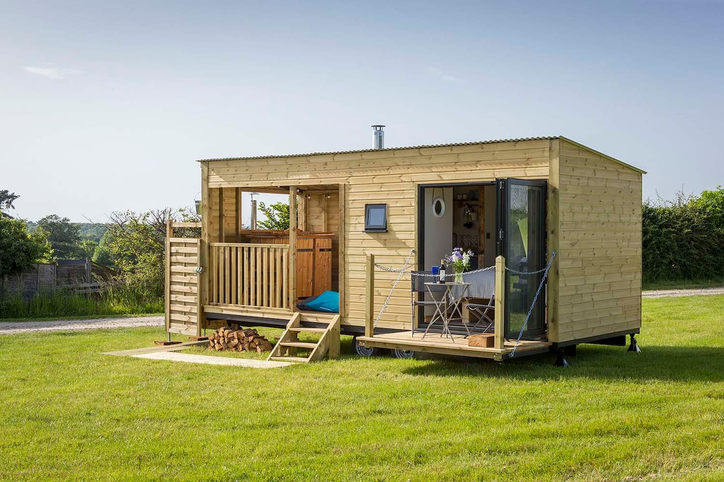 Jed's Shed - beautiful handcrafted cabin with your own private wood fired hot-tub