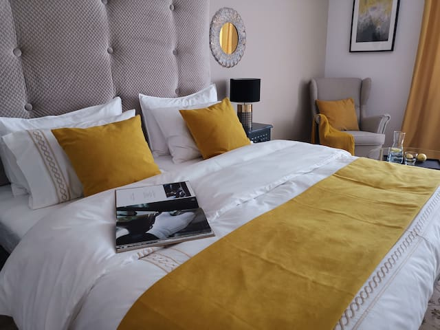 Book 4 rooms 1 Entire Private Floor Exclusively