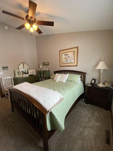 Upper level bedroom- queen bed.