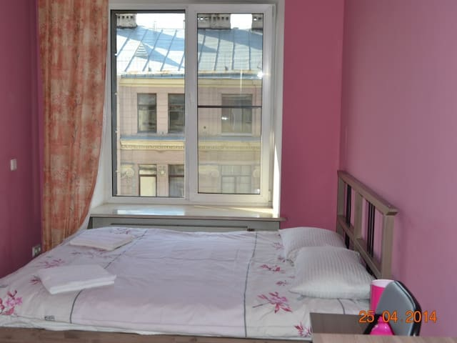 Room with double bed. Hostel City812