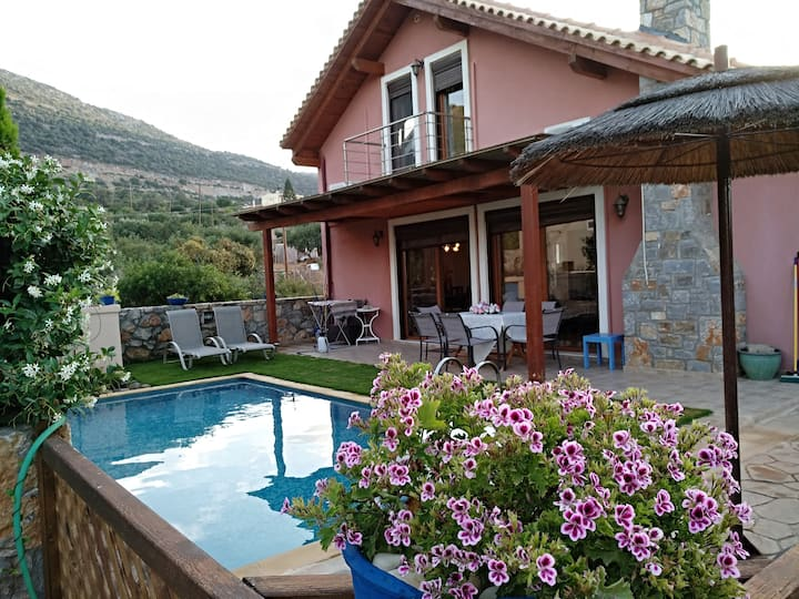 Wonderful villa with private pool in Stallis,Crete