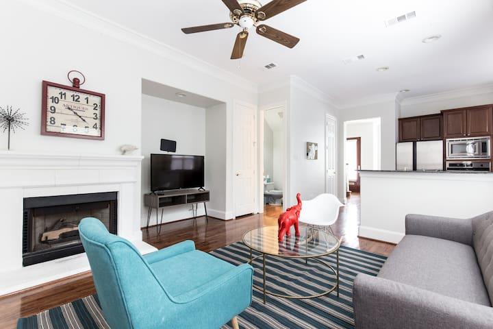 Private Home Close to SMU and Dallas Hot Spots