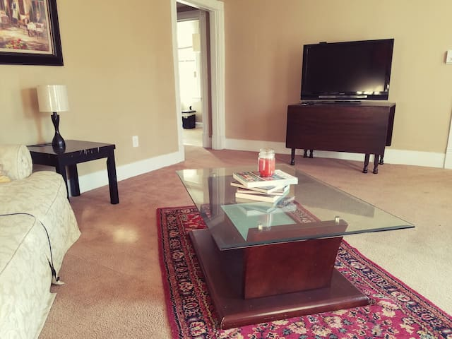 Best deal!-Beautiful historic portsmouth apartment