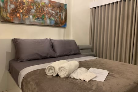 Cozy 1BR,41st floor beside MRT,City Center