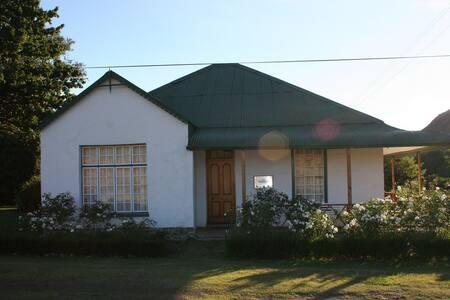 Rhodes Cottages - Freestone