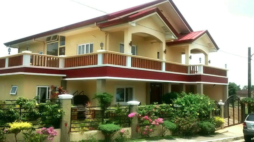 Tagaytay house for rent Relax & Unwind..