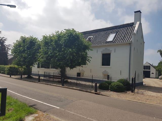 Monumentale woonboerderij met schitterend uitzicht