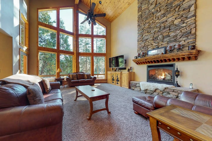 Spacious ski lodge-style home w/ deck & game room - six miles to Shaver Lake