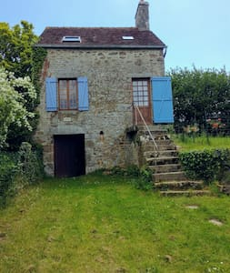 Cherry Tree Cottage in the heart of Swiss Normandy
