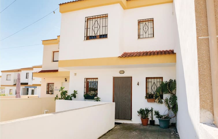 Semi-Detached with 2 bedrooms on 90m² in Vinaròs