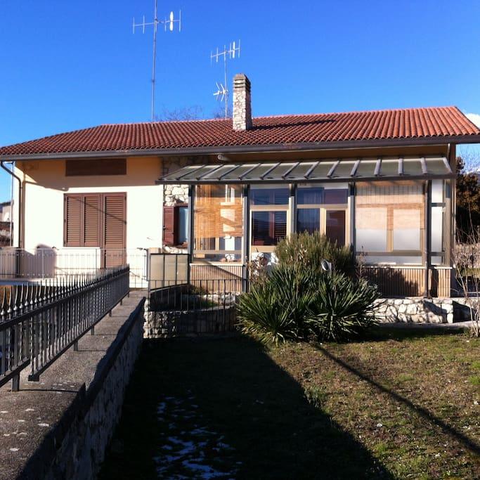 Casa con ampio giardino case in affitto a paganica l - Casa con giardino milano ...