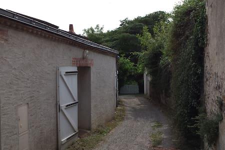 Charmante petite maison au calme - Vertou - Huis