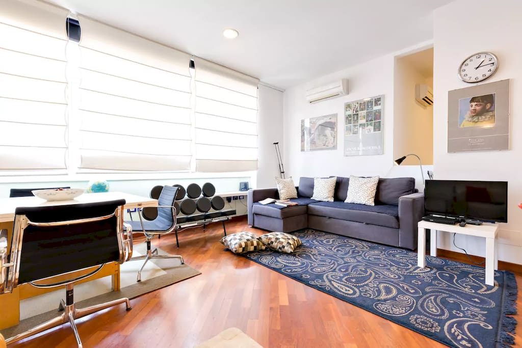 Modern with wooden floor all over the apartment - Wifi - Air conditioning - Laundry - Parking