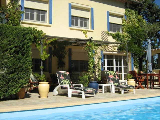 Provencal apartment with private pool near Avignon - Laudun-l'Ardoise - Appartement