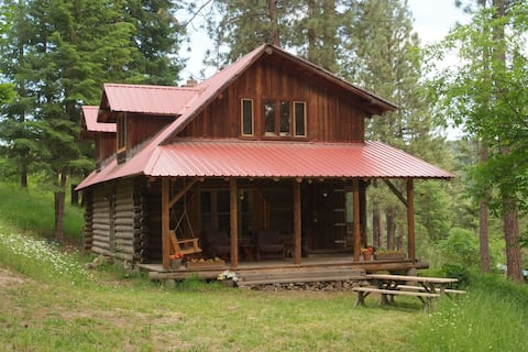 The Log House - cabin in the woods