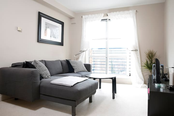 City Center serviced apartment great location