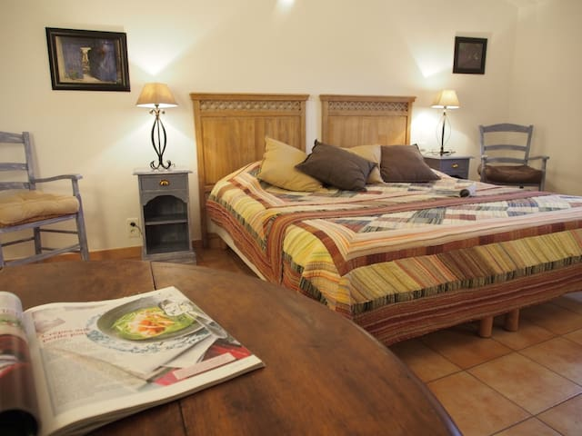 B&B in Provence: bedroom Lavande - Le Barroux - Bed & Breakfast