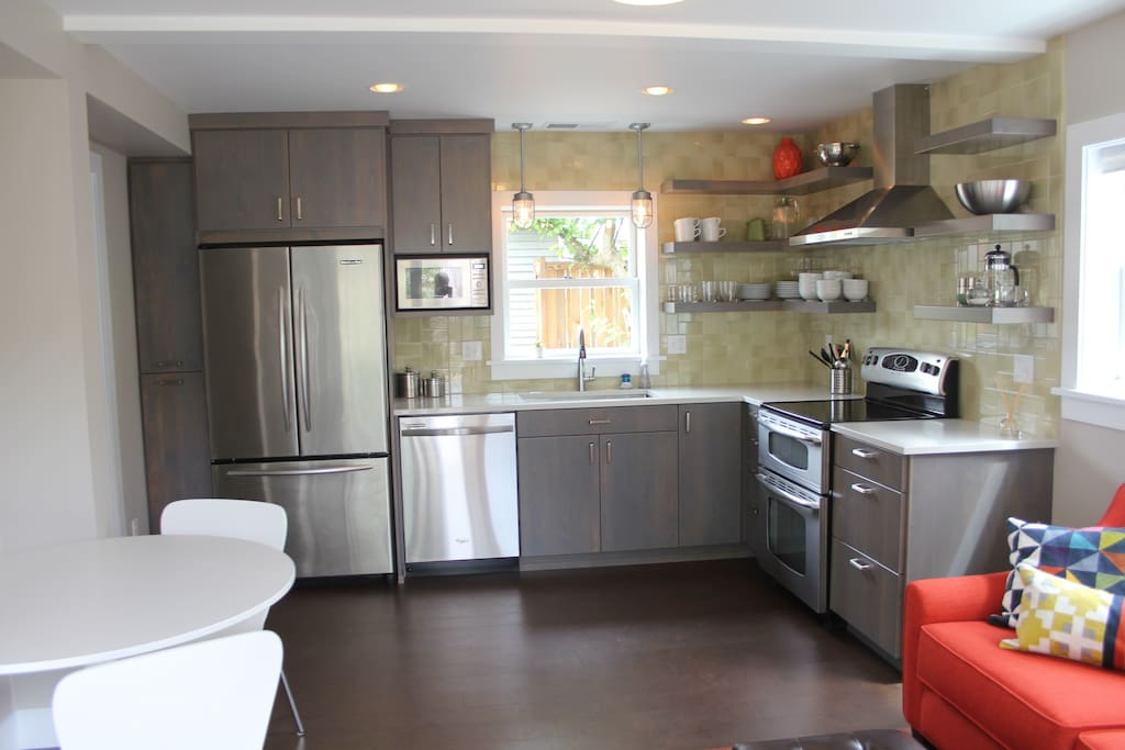 The fully equipped kitchen includes a fridge with ice maker and water dispenser, dishwasher, double oven, microwave.