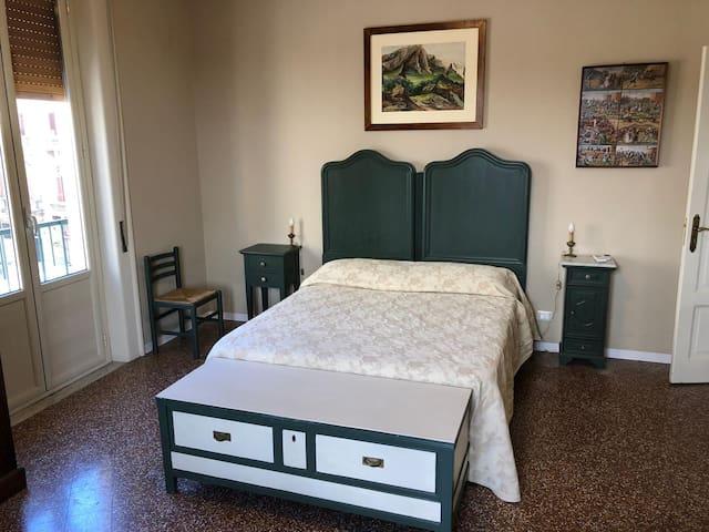 Giuliana Room Al Teatro Biondo Guest House