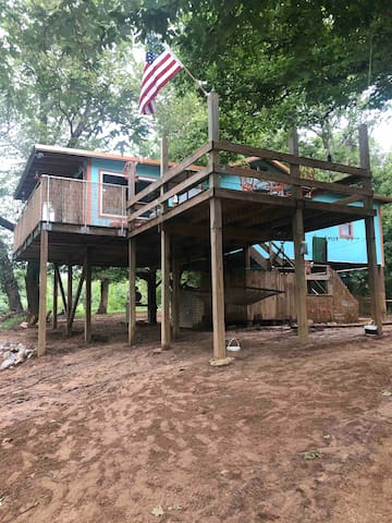 *All About That Beach! Shanty 11 point river cabin